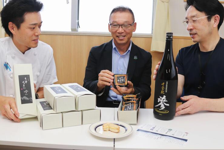 新商品をPRする(左から)石川さん、江崎さん、宮島さん