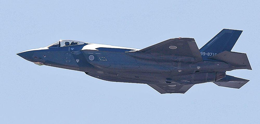 6日午前、小松上空を飛ぶ「F35A」