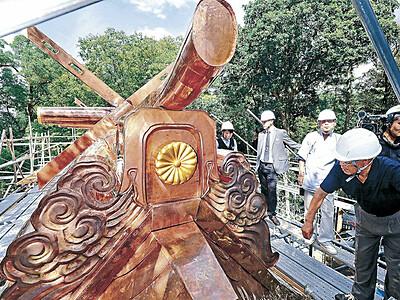 尾山神社本殿屋根「衣替え」 34年ぶり、銅板葺き替え完了