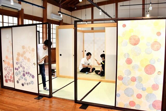 ふすまが形作る空間の美と機能を体感できる「大ふすま展」=9月6日、福井県越前市新在家町の紙の文化博物館