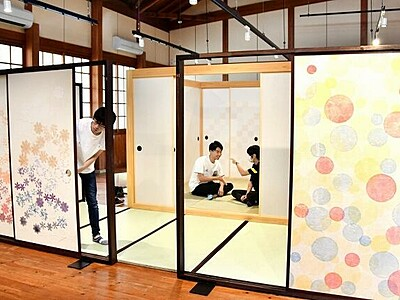 ふすまの空間美、存分 和紙職人制作、越前市で40本展示