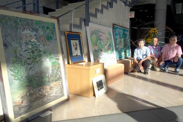 水彩画約50点が並ぶ「三人展」=福井県小浜市の県立大小浜キャンパス