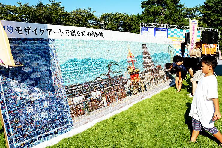 高岡城や御車山をモチーフにしたモザイクアート
