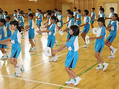 福岡小6年生町流し練習 つくりもんまつりで披露へ