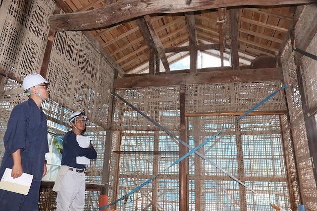 大安禅寺の大規模修理で、解体が進む建物内=福井県福井市田ノ谷町