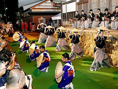 小京都に哀愁の音色 城端むぎや祭開幕
