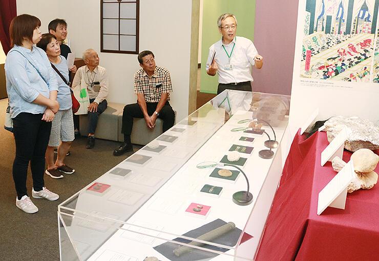 越中での天然資源の開発を紹介する展示