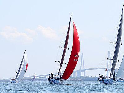 富山湾、友好の帆走 新湊で極東杯ヨットレース