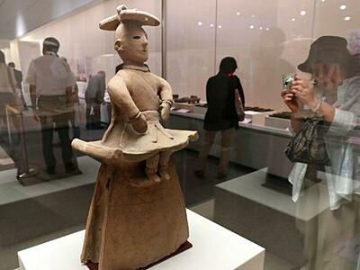 太古のロマン浸って 埴輪、土器の特別展開場式 歴博