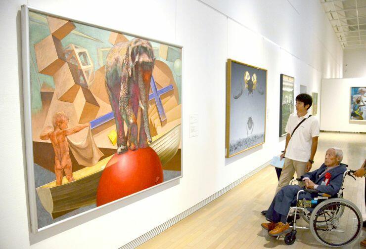 新潟県ゆかりの芸術家の作品が並ぶ「あたらしいかたち 新潟県人作家展2019」=14日、新潟市新津美術館