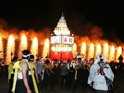 花火とみこし、勇ましく 飯田・郊戸八幡宮祭典