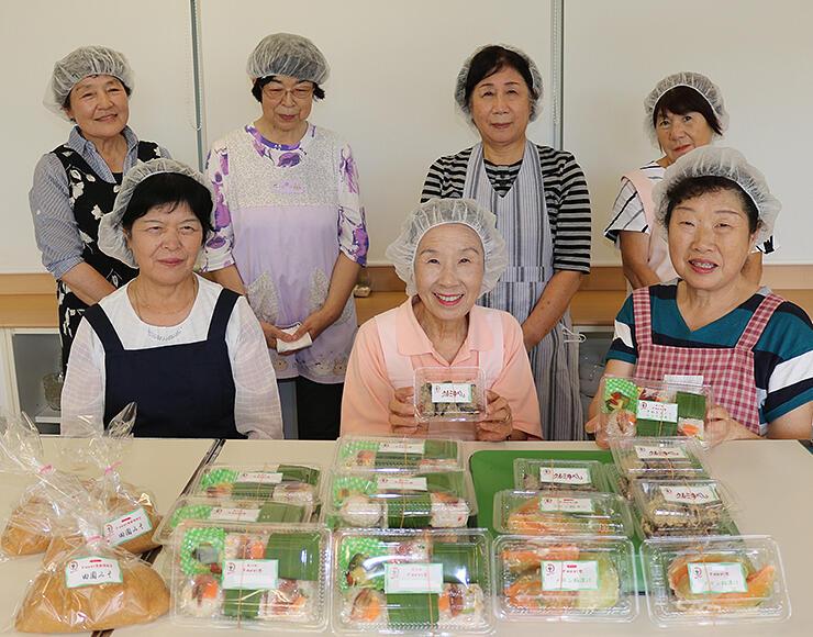 みょうが寿しなどをPRする同会メンバーら=中田コミュニティセンター