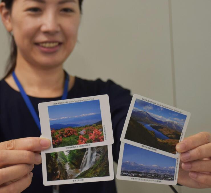 須坂市の五味池破風高原など4種類を作った「自然観光マナーカード」