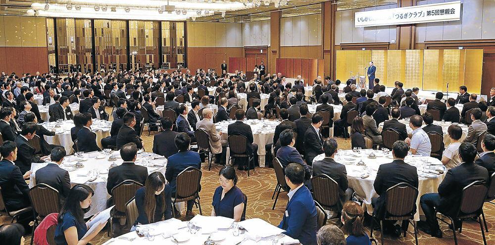 石川、富山両県のさらなる発展を誓い合った懇親会=金沢市内のホテル