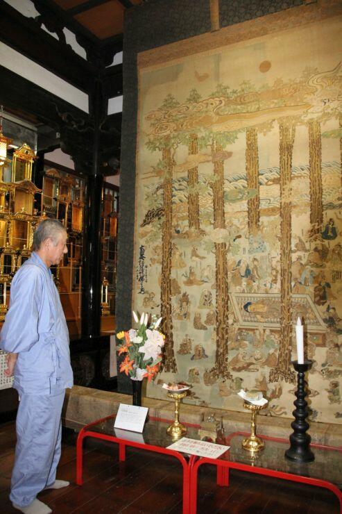 極楽寺で公開される市指定文化財「涅槃像」=柏崎市若葉町