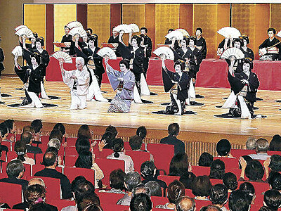 令和元年、ことほぎの舞 金沢踊りが開幕