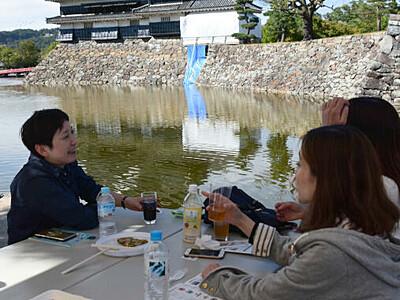 クラフトビール100種類 松本城公園でフェス始まる