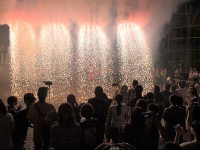 市無形民俗文化財「瓜割煙火」に感嘆の声 長野の諏訪神社