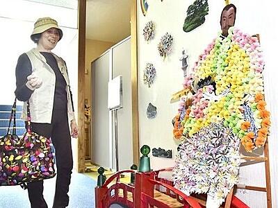 折り紙で菊人形 越前町の道の駅に展示