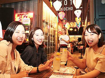 ランタン飾り1周年祝う 富山・あまよっと横丁