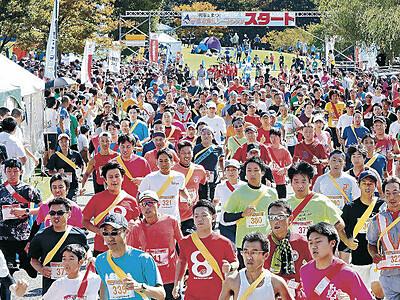 城内を快走 4200人がリレーマラソン