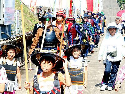 増山城で戦国ロマン満喫 砺波、武者行列や忍者体験