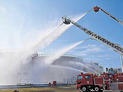 油槽所で訓練 26機関が火災時の連携確認