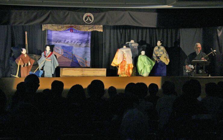 猿八座による人形浄瑠璃「山椒太夫」の公演=柏崎市諏訪町