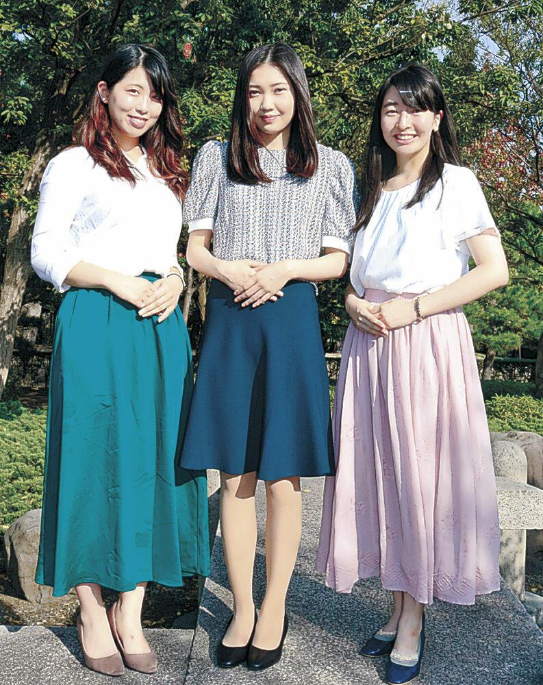 こまつ姫御前に決まった松浦さん(左)、川端さん(右)、小原さん=小松市内