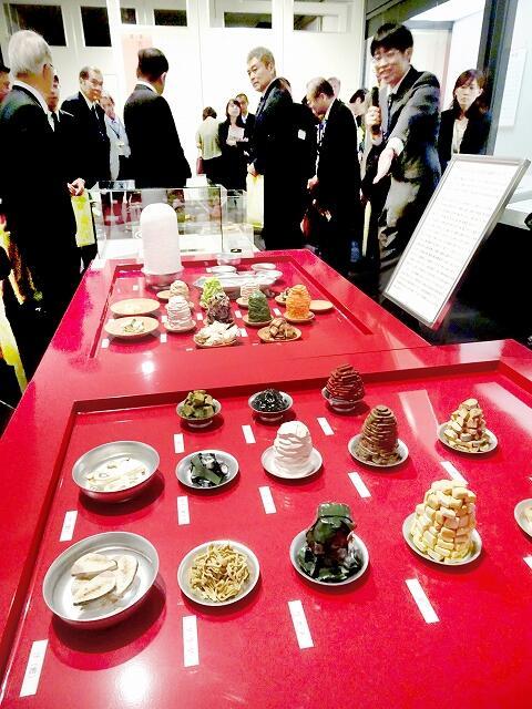 平安時代の天皇の食事を模型で紹介している特別展=10月4日、小浜市の福井県立若狭歴史博物館