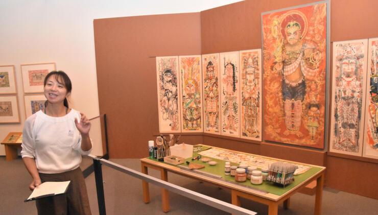 画材道具と共に繊細で力強い筆遣いのタブローなどを展示する企画展