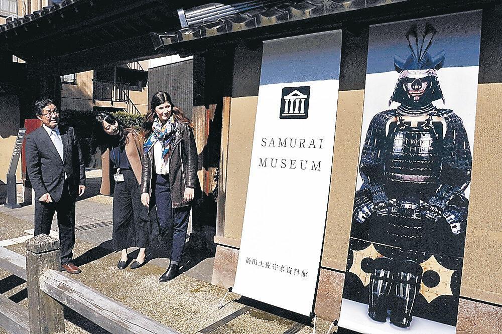 展示内容を視覚的に伝える前田土佐守家資料館のタペストリー