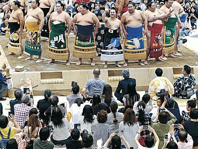 遠藤、炎鵬、輝の熱闘に沸く 大相撲金沢場所