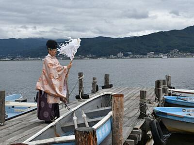 諏訪湖のワカサギ「完全復活」 釣りシーズン前に安全祈願