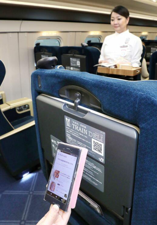スマートフォンで県産食材を使った食事が注文できる「『美食旅』新幹線 TRAIN DELI」=7日、新潟市東区