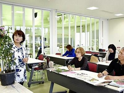 「秋のバラまつり」開幕 約60種類、坂井・ゆりの里公園
