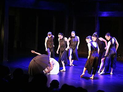 表現多彩 躍動の舞 利賀で「モダンダンス・ガラ」