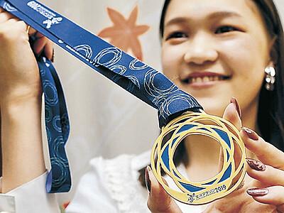 完走メダルお披露目 金沢マラソン