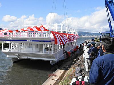 新型遊覧船「スワコスターマイン号」 諏訪湖畔で進水式