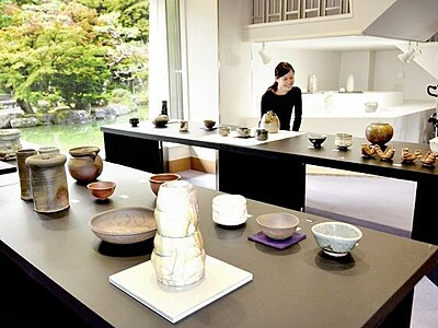 越前焼作家が手掛けた茶道具 福井県陶芸館で展示