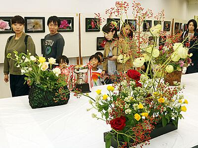 香り豊かに咲き誇る 高岡で100回記念「秋のバラ展」