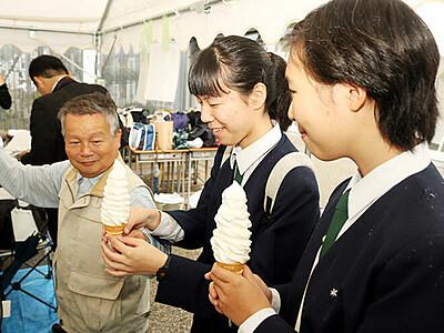 名物10段ソフト復活 限定販売に長い列 高岡工芸高・文化祭
