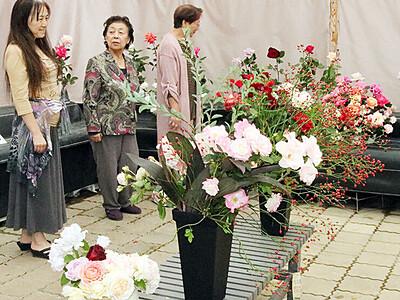 色鮮やか、バラ競演 愛好会が秋の展示