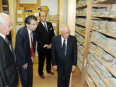 調査解読へNPO 城端別院善徳寺の史料1万点 国重文指定目指す