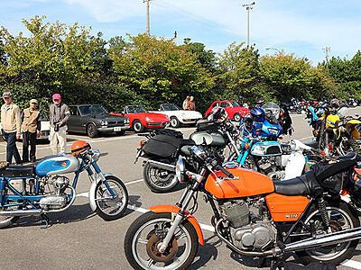 往年のオートバイ、車ずらり 伏木ポートサイド2&4ミーティング