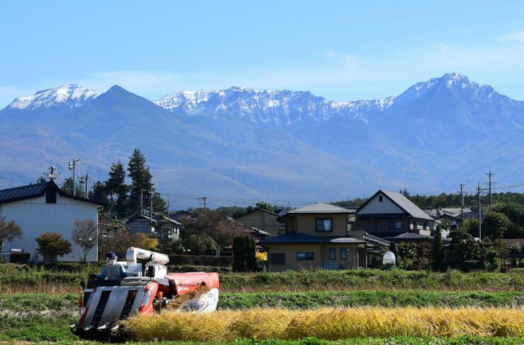 雪化粧をした八ケ岳連峰=茅野市豊平