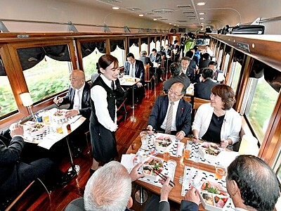小浜線に豪華レストラン列車初運行 若狭の幸を堪能