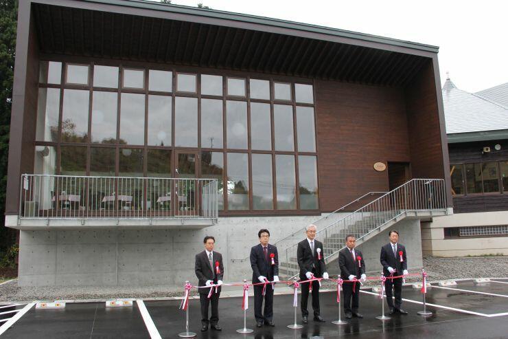 古志高原スキー場のレストランの完成式典=27日、長岡市山古志竹沢