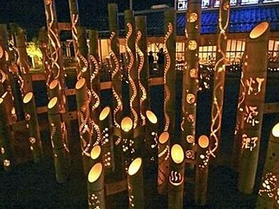 福井・あわらの温泉街を照らす、2000本の竹灯りの光