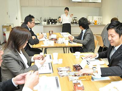 コーヒーの風味、菓子で表現 丸山珈琲とロッテ、松本でPR